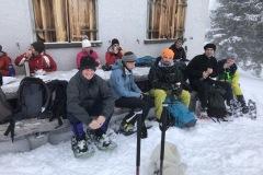 Bei der Hütte angekommen nach 500 Höhenmetern Aufstieg. Bei einigen der Höchste Punkt, bei anderen ....
