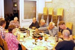 beim Raclette Essen